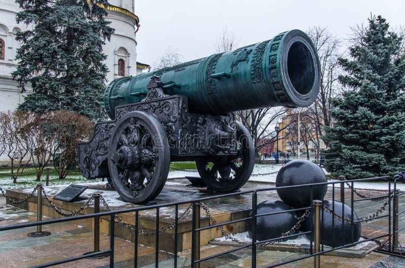 Tsar-pushka (konung Cannon) i Moskva royaltyfri fotografi