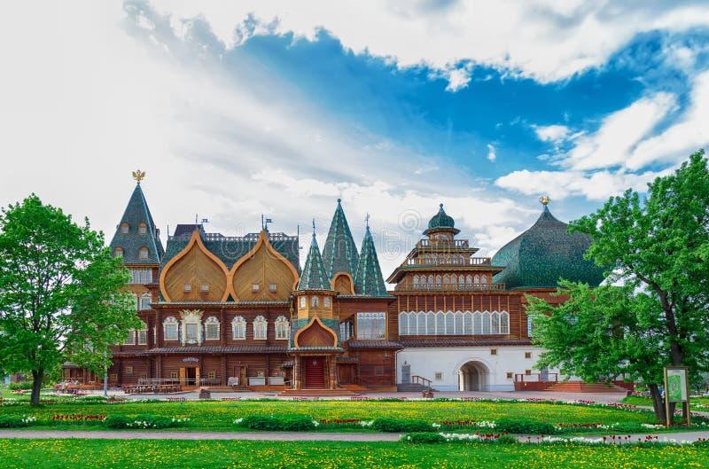 Tsar slott i Kolomenskoye parkerar, Moskva royaltyfri fotografi