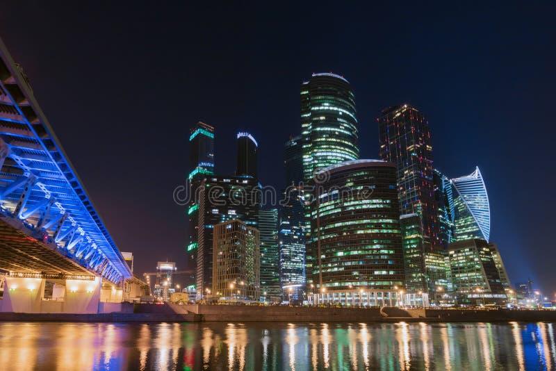 tsaritsyno ночи moscow Центр, обваловка, взгляд из-под моста третьего кольца перехода стоковая фотография rf