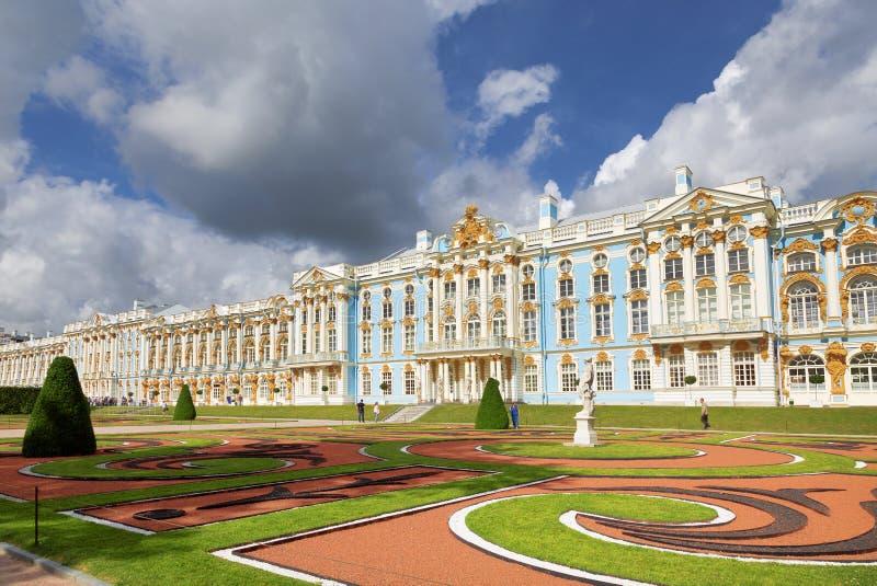 tsarskoe st selo petersburg России дворца Кэтрины взгляд лета павлина ландшафта стоковые фото