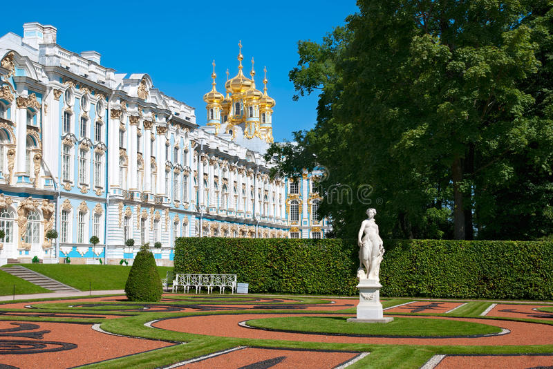Tsarskoye Selo (Pushkin), St Petersburg, Ryssland Catherine Palace och parkerar arkivbilder