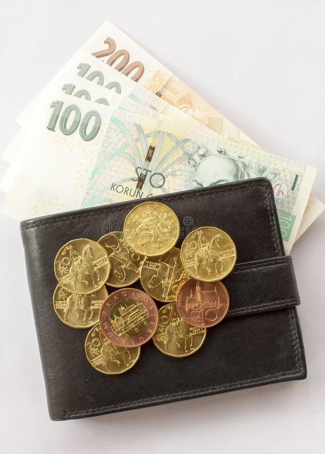 Tschechische Geldmünzen und -banknoten in der Geldbörse lizenzfreie stockfotos
