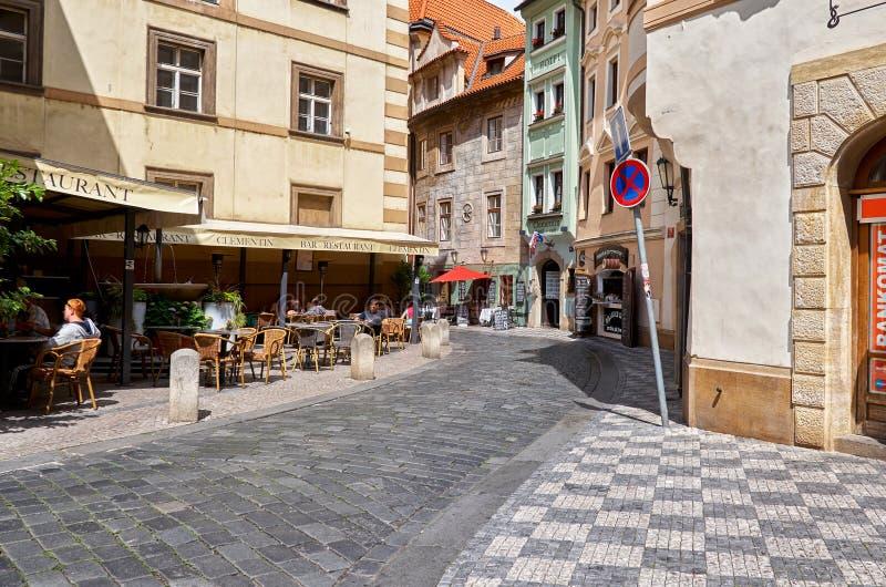 Tschechische Republik Café auf der Straße in Prag 13. Juni 2016 lizenzfreies stockbild