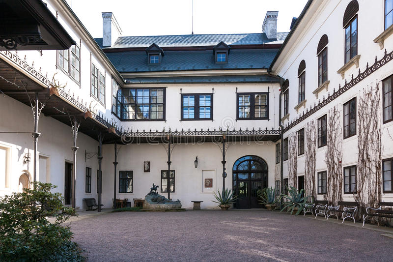 Schloss in Slatinany lizenzfreie stockfotos