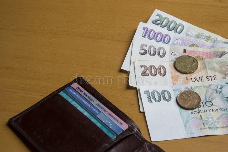Tschechisches Geld auf Geldbörse stockfotos