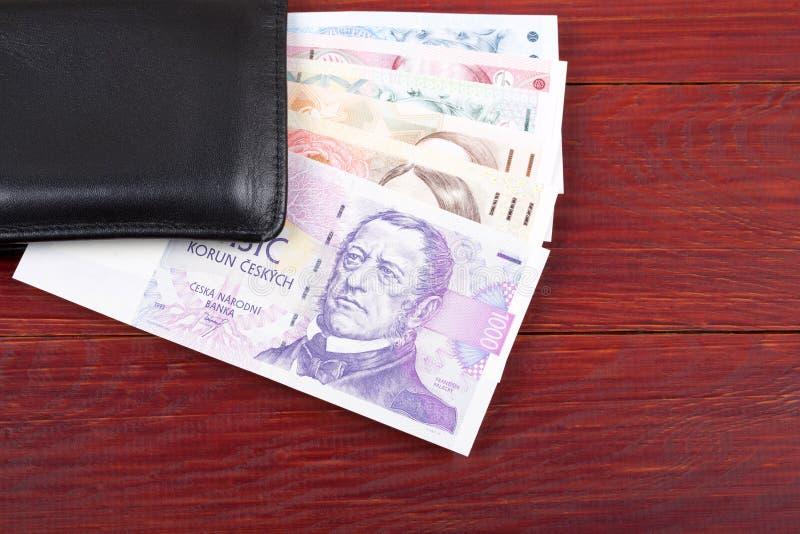 Tschechisches Geld in der schwarzen Geldbörse lizenzfreie stockfotografie