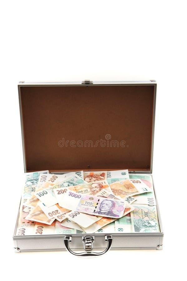 Tschechisches Geld im Aluminiumkoffer stockfoto