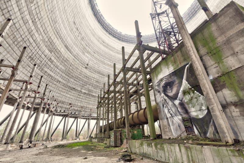 Tschornobyl, Ukraine - 26. November 2017 Kühlturm des unfertigen Atomkraftwerks Tschornobyls stockfoto
