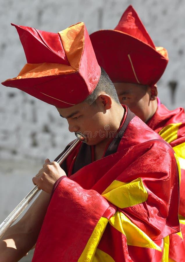 tsechu för bhutan musikerparo arkivbilder