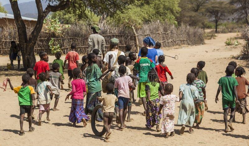 Tsemay barn i traditionell stam- by Weita Omo dal ethiopia fotografering för bildbyråer
