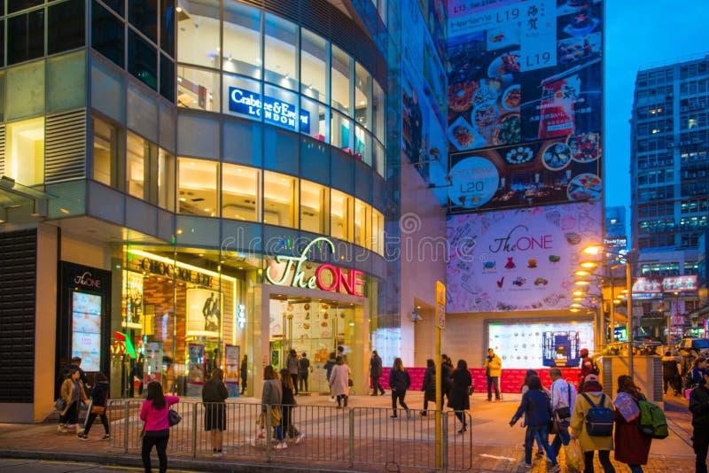 Tsim Sha Tsui, Hong Kong - Januari 10, 2018: De mensen lopen in royalty-vrije stock foto's