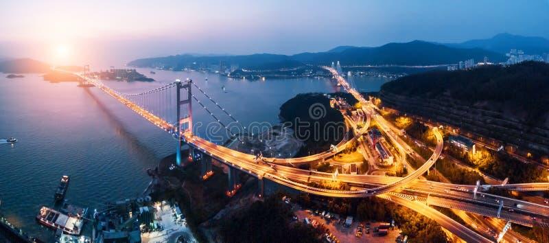 Tsing Ma Bridge au coucher du soleil en Hong Kong photo stock