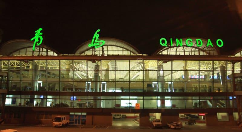 Tsingtao-Flughafenterminalbrücke lizenzfreies stockbild