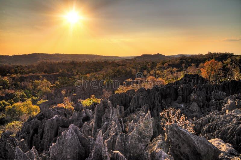 Tsingy vaggar solnedgång arkivbild