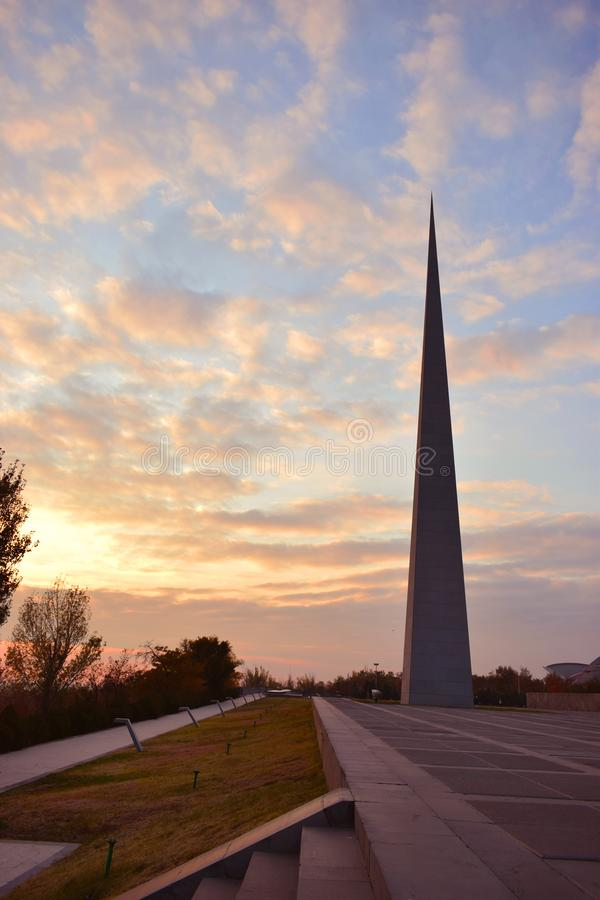 Tsitsernakaberd är en monument tilldelad till offren av det armeniska folkmordet arkivfoton