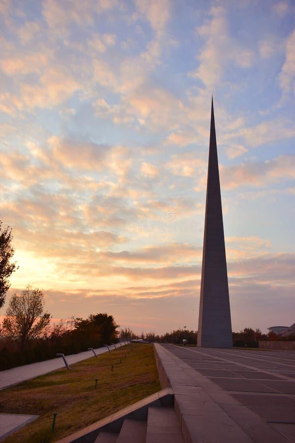 Tsitsernakaberd è un monumento dedicato alle vittime del genocidio armeno fotografie stock