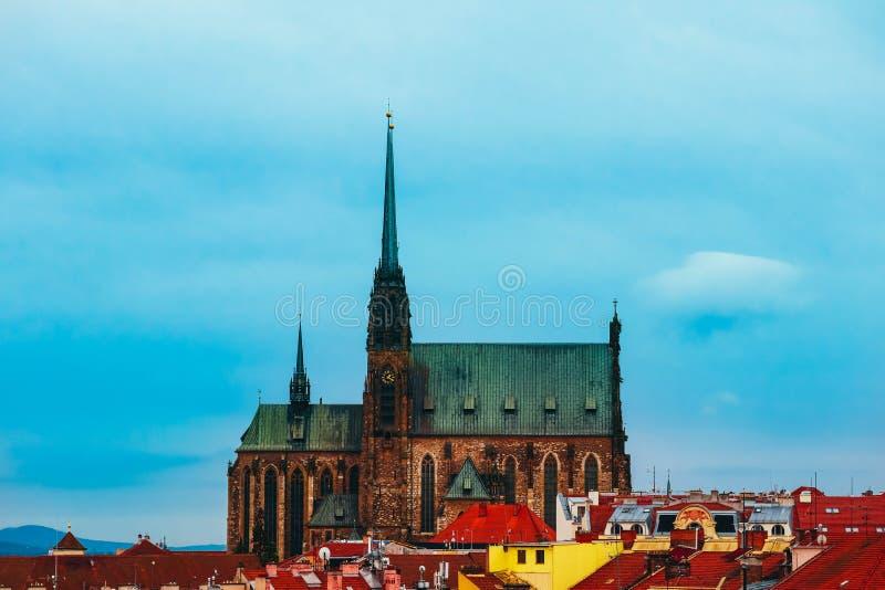 Tsjech, Brno, Kathedraal van St Peter en de bouw van Paul, stadsmening royalty-vrije stock foto's