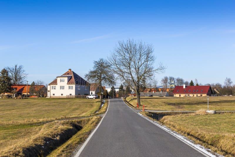 Tsjechisch dorp - Zahory op een de winterdag stock foto