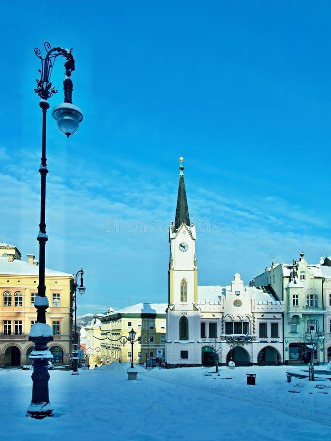 Tsjechisch republiek-Vierkant in stad Trutnov in de winter royalty-vrije stock afbeelding