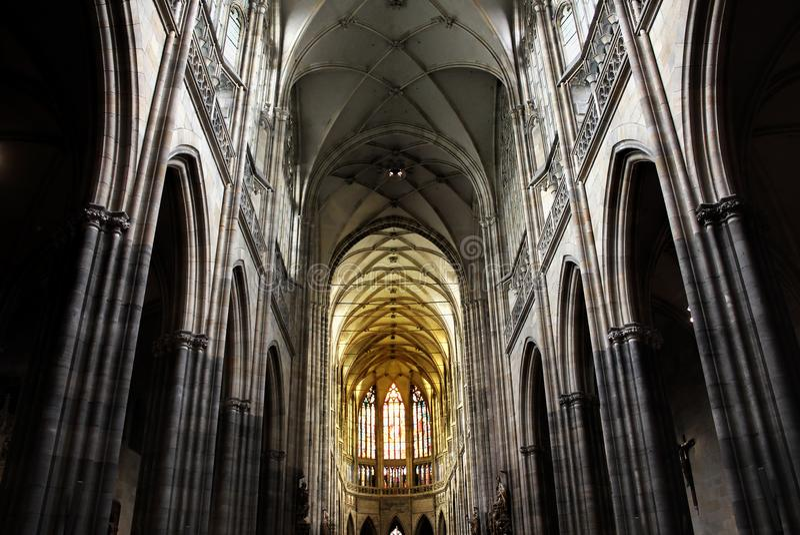 Tsjechische Republiek, Praag - September 21, 2017: Mooi binnenland van St Vitus Cathedral in Praag royalty-vrije stock fotografie