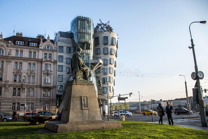 Tsjechische Republiek 11 van Praag 04 2014: Dansend Huis en monument van Alois Jirasek stock afbeeldingen