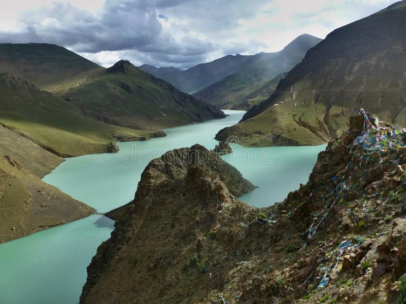 Tso de Yamdrok do lago em Tibet imagem de stock