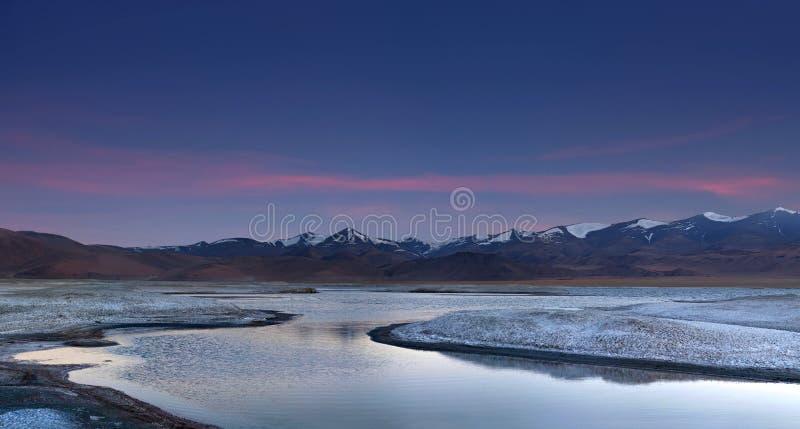 Tso Kar meer in Ladakh, Noord-India stock foto