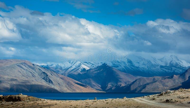 Tso Moriri Lake z punktu widzenia zdjęcia stock