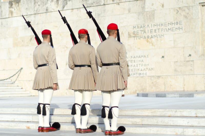 Tsolias eller bekant som Evzones är Greeces den historiska presidents- vakten Syntagma royaltyfria bilder
