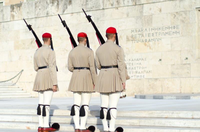 Tsolias eller bekant som Evzones är Greeces den historiska presidents- vakten Syntagma arkivbilder