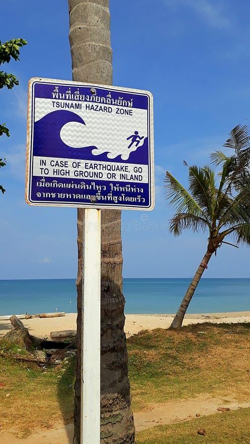 Tsunamigefahrenzonenzeichen stockfoto