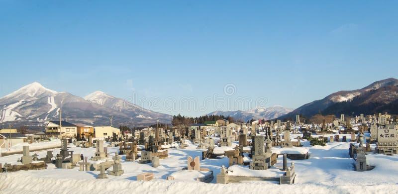 TSUNAMIkyrkogård i Japan arkivfoton