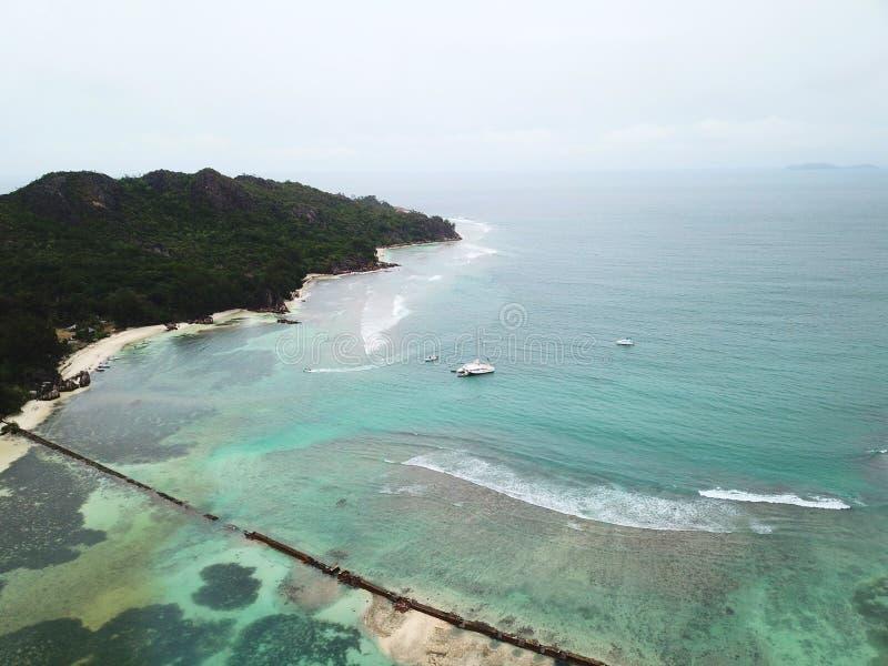 Tsunamimuur bij Nieuwsgierig Eiland stock foto's