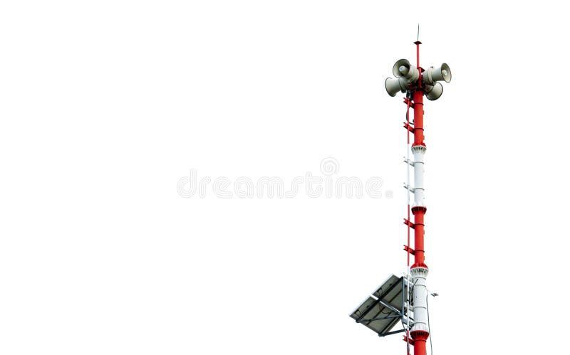 Tsunamivarningssystem Sända tornet med solpaneler Pole av det varnande systemet för tsunami på stranden Tsunamisirenvarning royaltyfria bilder