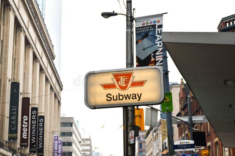 TTC-U-Bahn-Zeichen Toronto lizenzfreies stockbild