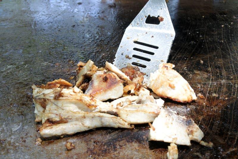 Tuńczyków rybi plasterki piec na grillu na bbq zdjęcia stock