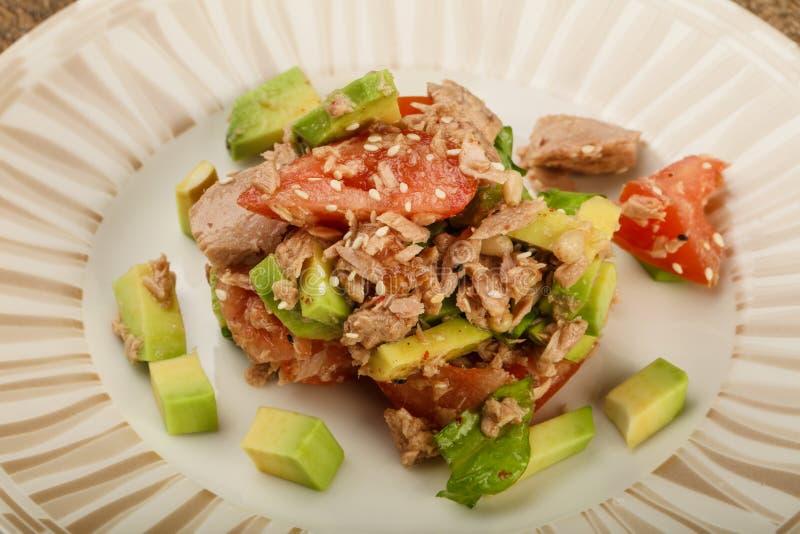 Tuńczyka i avocado sałatka zdjęcie royalty free