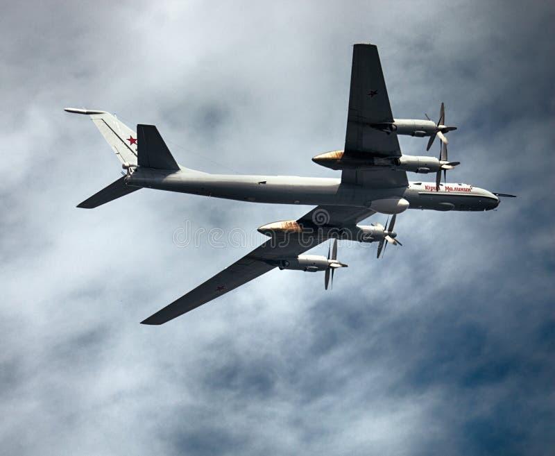 Tu-142MZ (медведь-F) кодификации НАТО - длиннорейсовое воздушное судно анти--подводной лодки стоковые фотографии rf