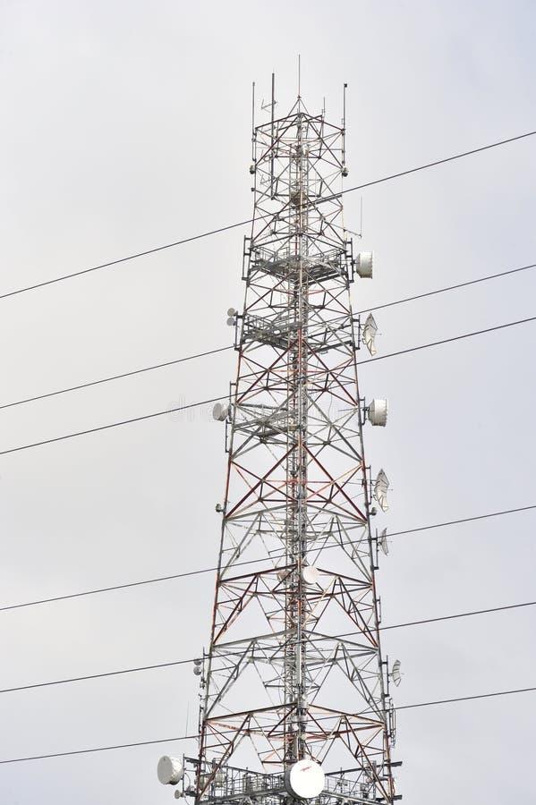 Tuam-Straße, Galway, Irland im Juni 2017, großer Telefon anthena Esprit lizenzfreie stockbilder