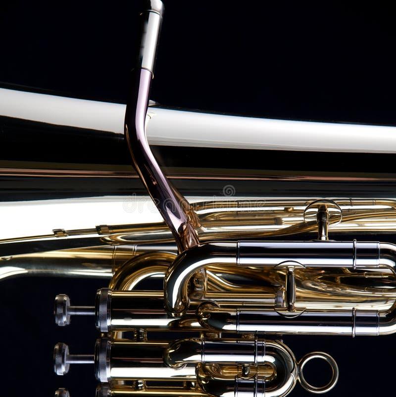 Tuba del oro en negro imagen de archivo libre de regalías