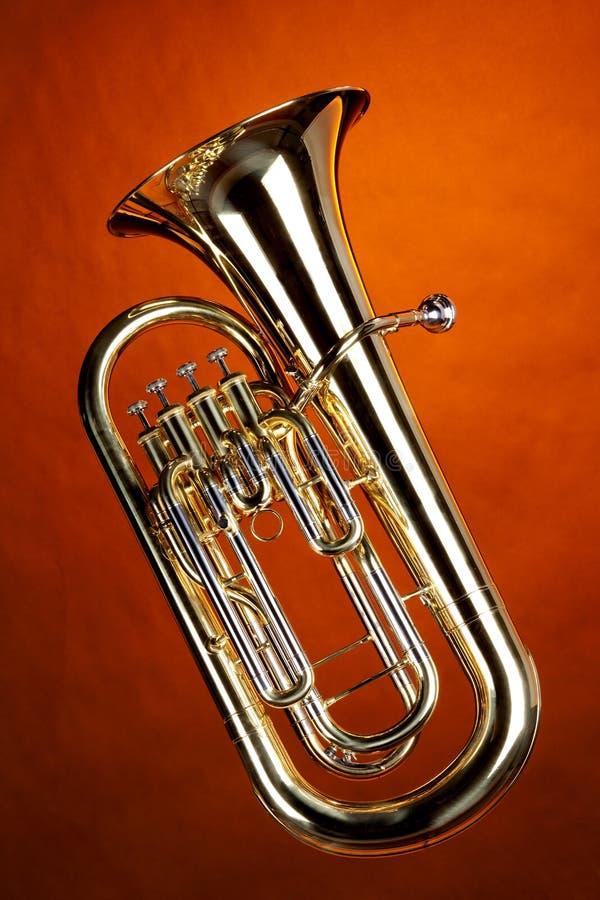 tuba euphonium изолированный золотом стоковые фотографии rf