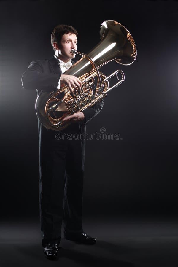 Tuba gracza mosiężny instrument Klasyczny muzyk obraz royalty free