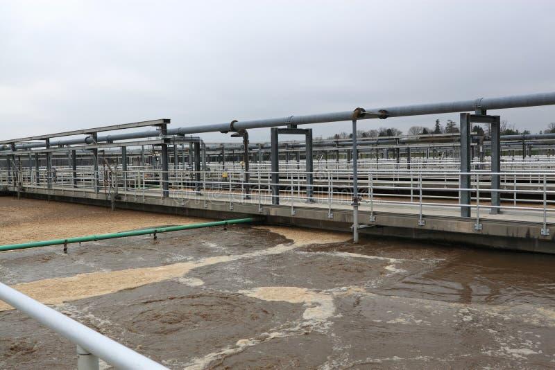 Tubería y el tanque del tratamiento de aguas residuales foto de archivo libre de regalías
