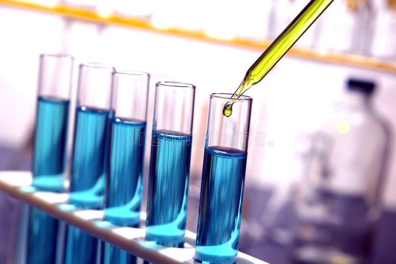 Tubes à essai dans le laboratoire de la Science photos libres de droits