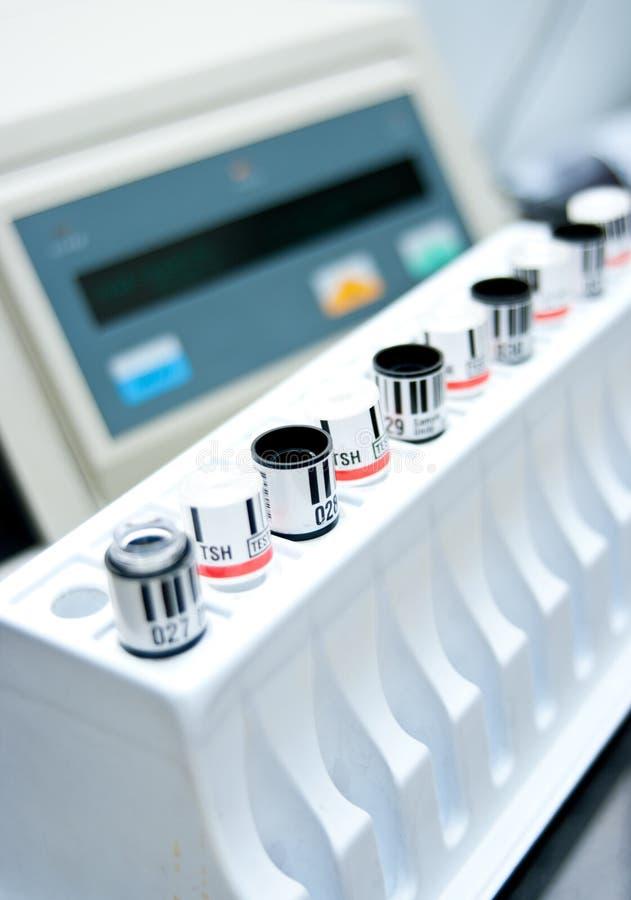 Tubes d'essai en laboratoire images libres de droits
