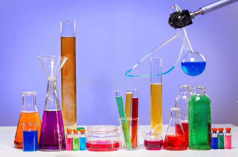 Tubes dans le laboratoire images stock