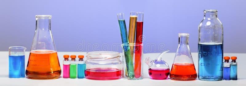 Tubes dans le laboratoire photos stock