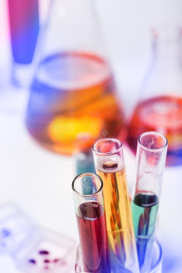 Tubes dans le laboratoire photographie stock libre de droits