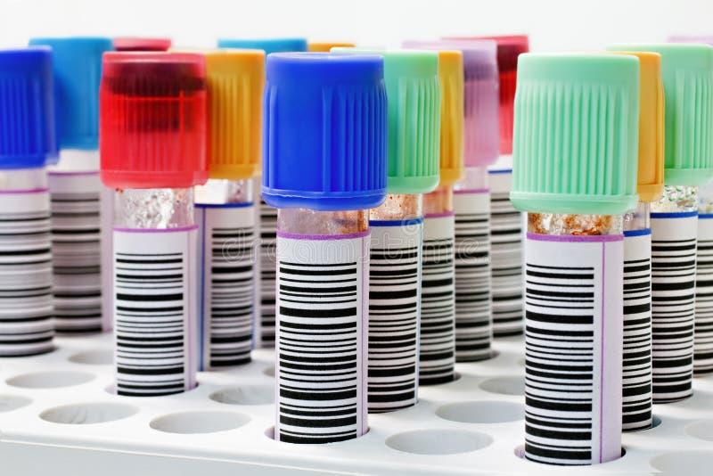 Tubes dans une armoire photo stock