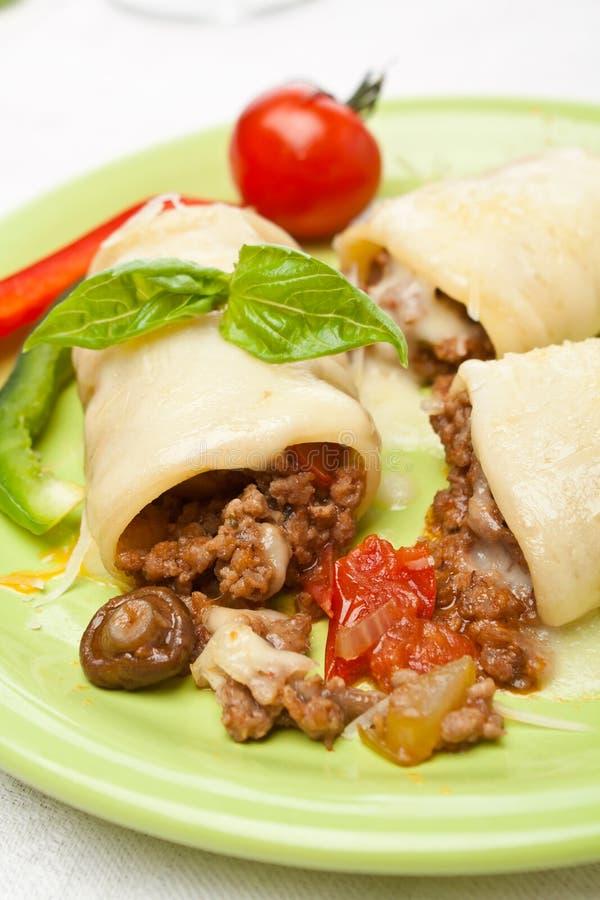 Tubes de pâtes de Paccheri (Cannelloni) image libre de droits